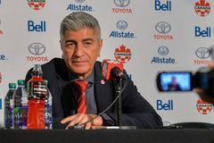 Kanada fotbollMen's medborgare Team Head Coach Octavio Zambrano Royaltyfri Fotografi
