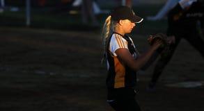 Kanada gier softballa kobiety miotacza słońca światło reflektorów zdjęcie royalty free