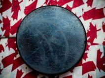Kanada hockeypuck royaltyfri bild