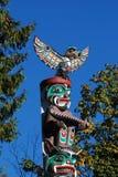 Kanada indier målad totem fotografering för bildbyråer