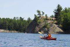 Kanada kayaking nordliga ontario Arkivbild