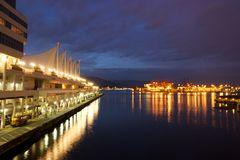 Kanada-Ort und der Hafen von Vancouver nachts Lizenzfreie Stockfotografie