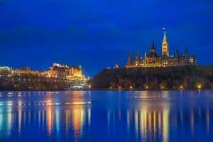 Kanada parlament & Błękitna godzina fotografia stock