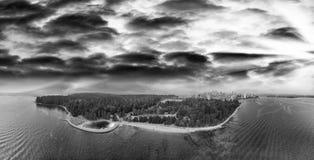 Kanada vancouver Panorama- flyg- sikt för solnedgång från Stanley Par Arkivbild