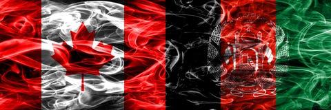 Kanada vs Afghanistan rök sjunker den förlade sidan - förbi - sidan kanadensare royaltyfria bilder