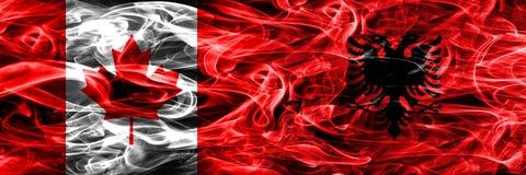 Kanada vs Albanien rök sjunker den förlade sidan - förbi - sidan Kanadensare och royaltyfri foto