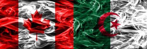 Kanada vs Algeriet rök sjunker den förlade sidan - förbi - sidan Kanadensare och royaltyfria bilder