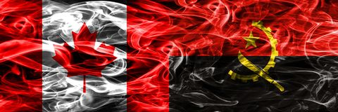 Kanada vs Angola rök sjunker den förlade sidan - förbi - sidan Kanadensare och A arkivfoton
