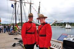 kanadensare monterade mounties förser med polis kunglig person Arkivfoton