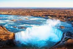 Kanadensare Niagara Falls f?r flyg- sikt arkivfoton