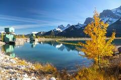 Kanadensare Rocky Mountain Autumn Landscape Royaltyfria Bilder