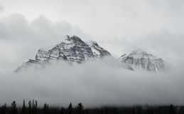 Kanadensare Rocky Mountains på den Banff nationalparken Arkivfoto