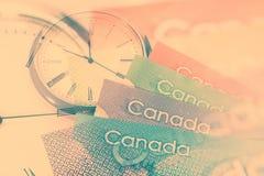 Kanadensisk dollar och klocka royaltyfri bild
