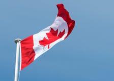 Kanadensisk flagga av den Kanada lönnlövet Fotografering för Bildbyråer