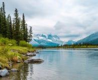 kanadensisk flod rockies Royaltyfria Foton