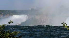 Kanadensisk sida av Niagara Falls i sommar lager videofilmer
