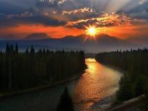 Kanadensisk solnedgång för steniga berg, Banff nationalpark Arkivfoton