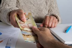 kanadensisk valuta Dollar Åldring som levererar stort belopp nolla royaltyfri fotografi