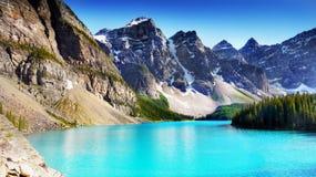 Kanadensiska steniga berg och sjöar Royaltyfri Fotografi