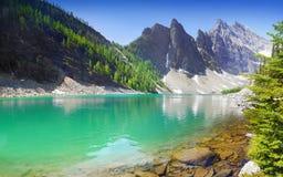 Kanadensiska steniga berg, sjö Agnes Arkivbild