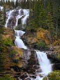 Kanadensiska steniga berg, vattenfall Arkivfoto