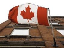 kanadensiskt flaggaflyg utomhus Arkivbild