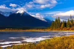 Kanadensiskt landskap för härlig höst, Jasper National Park, Alberta, Kanada Arkivfoton