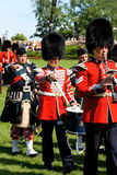 Kanadische Grenadier-Abdeckungen auf Parade in Ottawa, Kanada Stockbild
