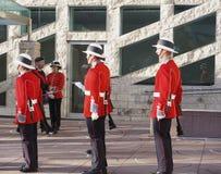 Kanadische Soldaten in den historischen Uniformen für Erinnerungs-Tag Lizenzfreie Stockfotos