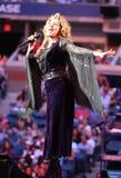 Kanadischer Country-Sänger und Texter und Komponist Shania Twain führt bei US Open-Premierezeremonie 2017 durch stockbild