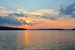 Kanadischer See am Sonnenuntergang Stockfoto
