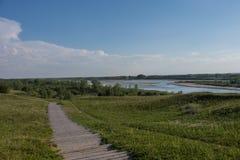 Kanadischer Sommer auf dem Saskatchewan-Fluss stockfotos