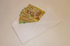 Kanadisches Geld in einem Umschlag Stockbild