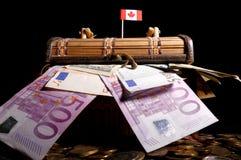 Kanadyjczyk flaga na górze skrzynki obraz royalty free