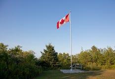 Kanadyjczyk flaga na słupie zdjęcie royalty free