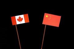 Kanadyjczyk flaga z chińczyk flaga na czerni zdjęcia royalty free