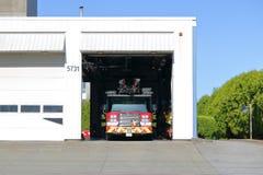 Kanadyjczyk Pożarniczy Hall i ciężarówka obraz royalty free