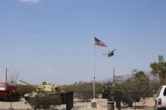 Kanadyjczyka Chinook helikopter bierze daleko od George S Patton muzeum w Kalifornia fotografia royalty free