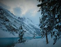 Kanadyjska natura - Jeziorny Louise zdjęcia royalty free
