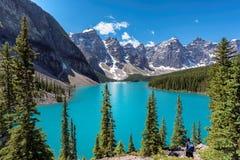 Kanadyjskie Skaliste góry - Morena jezioro w Banff parku narodowym Kanada Zdjęcia Stock