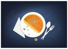 Kanafeh eller ostbakelse med sirap på den svart tavlan vektor illustrationer