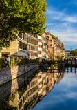 Kanal in alter Stadt Straßburgs - Frankreich Stockbild