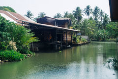 Kanal amphawa und altes Haus Lizenzfreie Stockfotografie