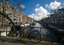 Kanal in Amsterdam Lizenzfreie Stockfotografie
