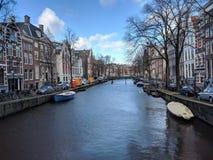Kanal in Amsterdam lizenzfreie stockfotos