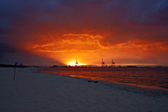 Kanal auf Sonnenuntergang lizenzfreies stockfoto