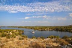Kanal av St Anthony på Sibenik i Kroatien royaltyfri bild