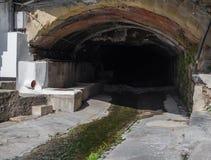 Kanal av stads- stormvatten för kloak arkivfoto