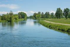 Kanal av vatten för jordbruks- bevattning Royaltyfri Bild
