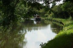 Kanal-Boot auf Kanal lizenzfreie stockfotografie